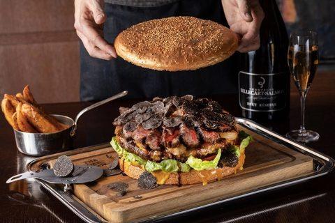 10万円の贅沢バーガーを提供開始。グランド ハイアット 東京
