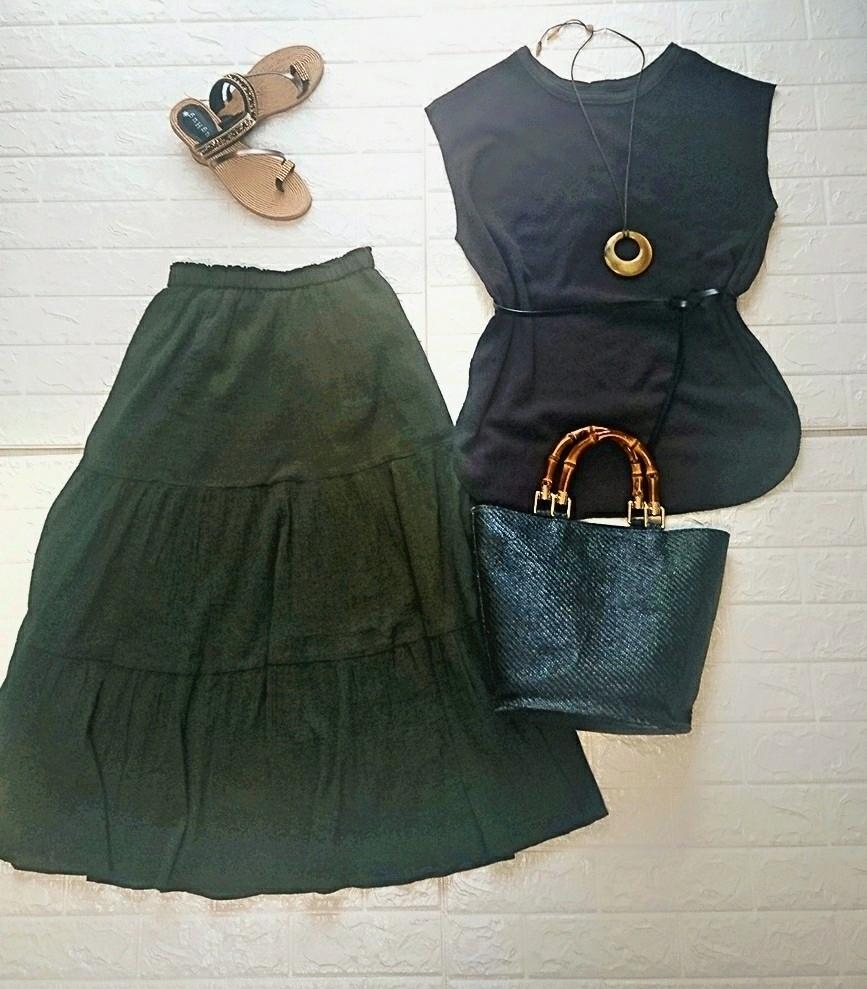 2990円のUNIQLOティアードロングスカートで大人の夏コーデ。選べる着丈もうれしい