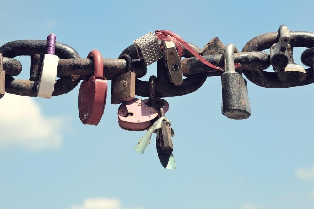 心理テスト】「鎖」でわかる、あなたの束縛度 | DRESS [ドレス]