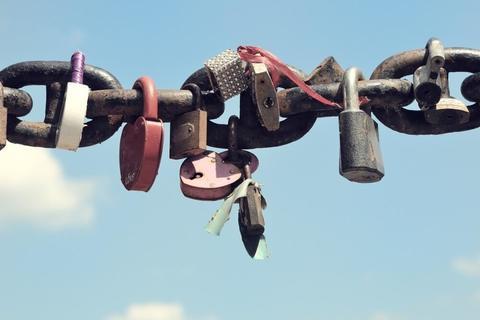 【心理テスト】「鎖」でわかる、あなたの束縛度