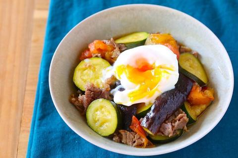 ごはんが進む! 超簡単&美味しい「夏野菜のすき焼き」の作り方