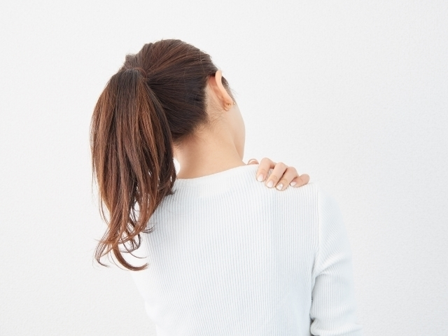 吹き出物が出たり、肩こり・生理痛が辛い方は、血行が悪くなり新陳代謝が落ちてしまっている瘀血太りタイプの可能性があります。