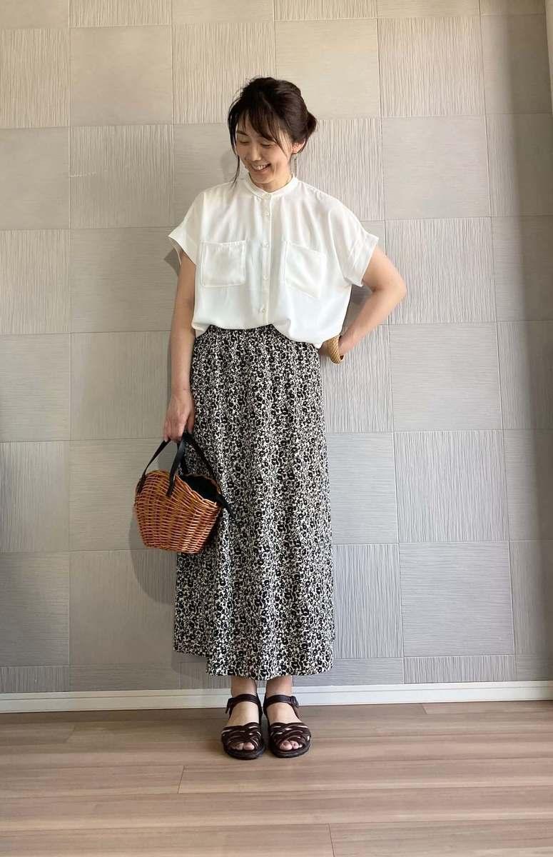 花 スカート ユニクロ 柄 ユニクロのドット柄スカートは、カジュアルにもキレイめにも使える|オバ見えしない、オシャレさんのユニクロコーデ!|STORY(magacol)