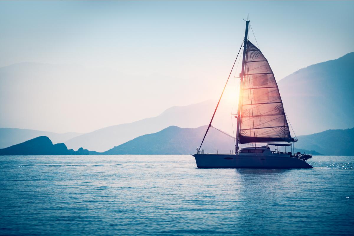 8.海に船が浮かんでいる