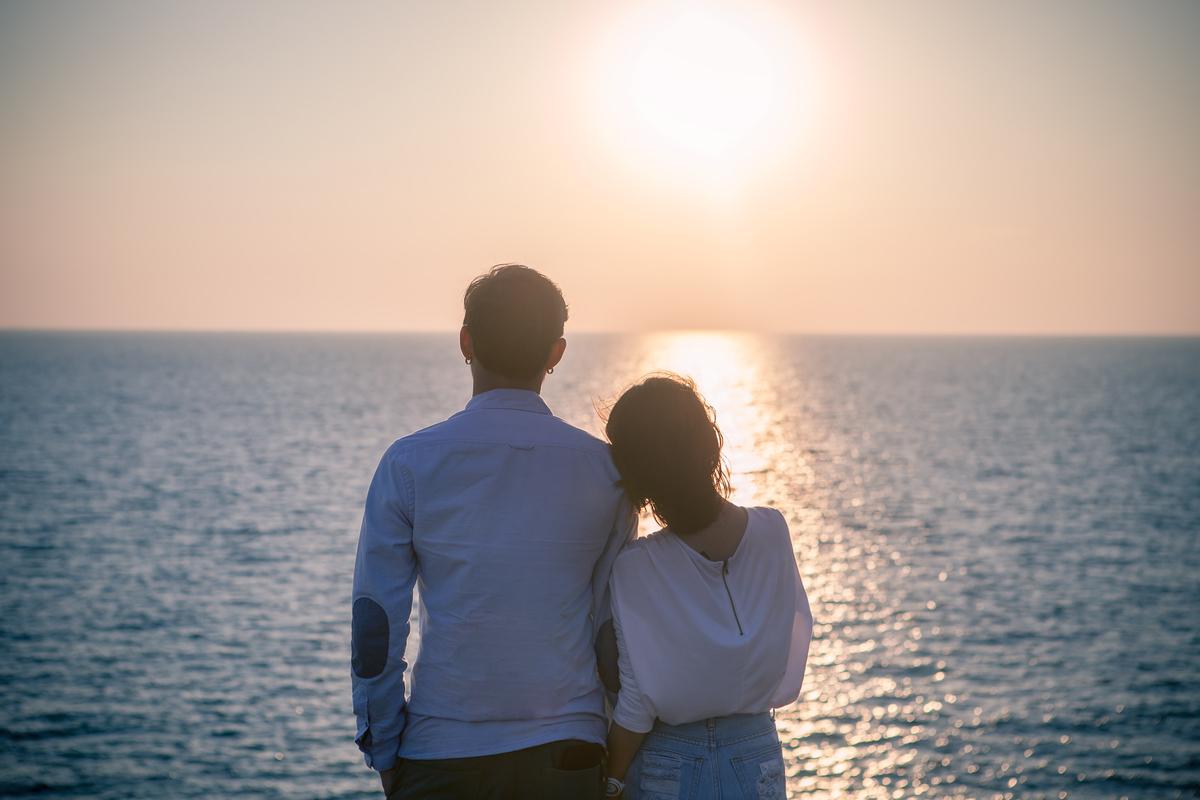年下彼氏と夢を語る女性
