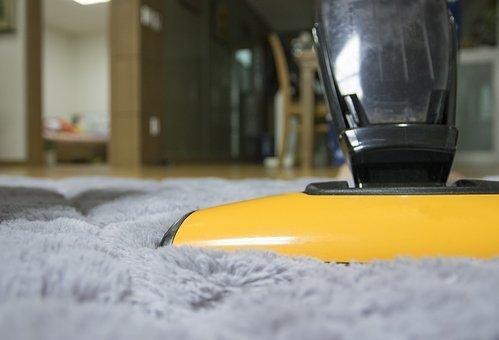 掃除を工夫して、カーペットやラグを綺麗に保つ